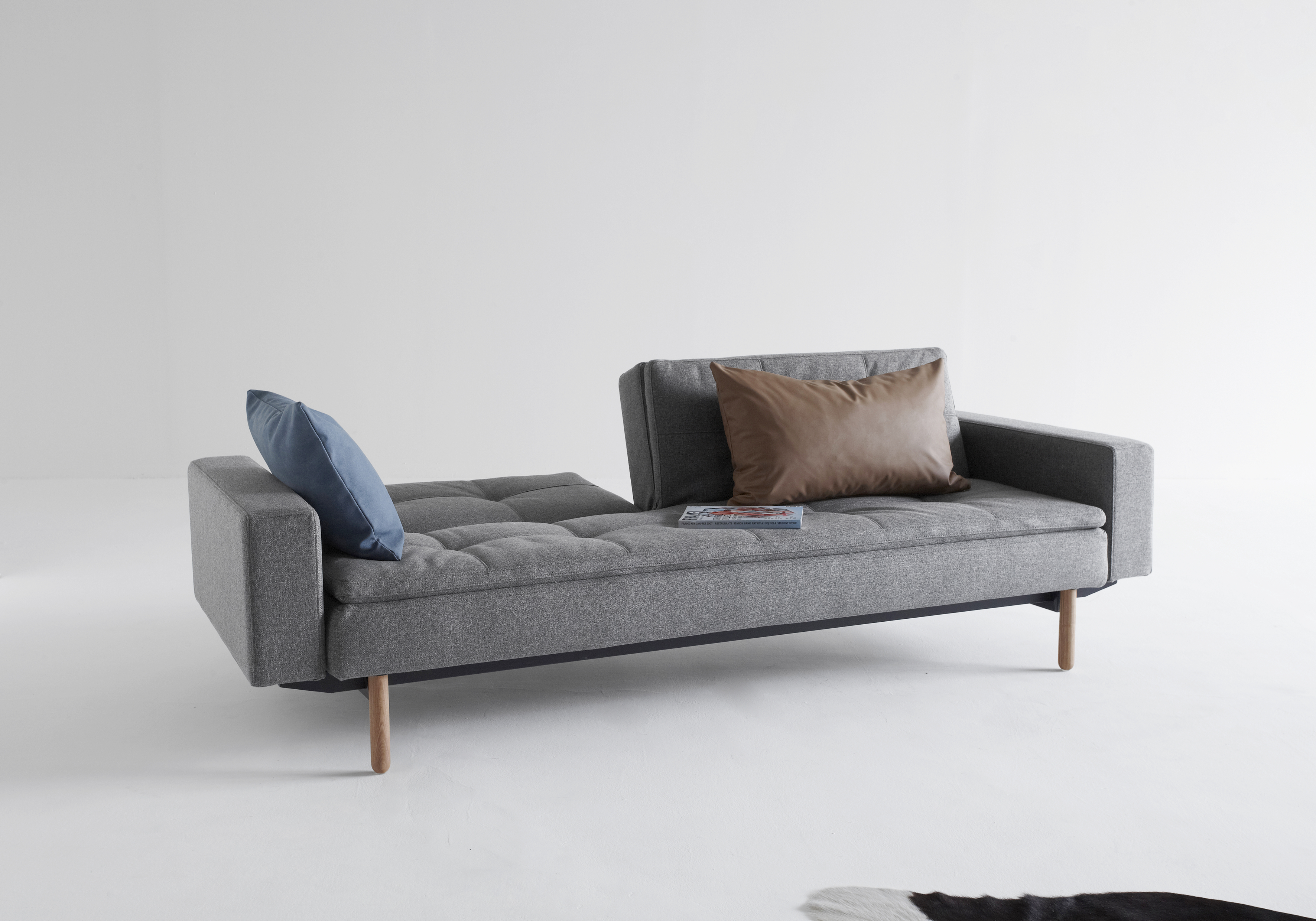 ISTYLE_2015_-_DUBLEXO_SOFA_BED_WITH_ARMRESTS_STEM_LIGHT_WOOD_-_563_TWIST_CHARCOAL_-_RELAX_POSITION